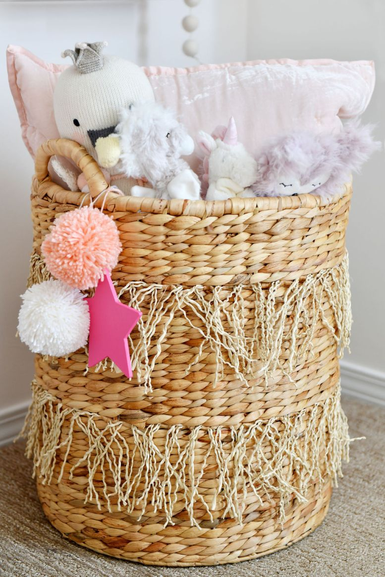 Stuffed Animal Storage in Girl's Room met Pom Pom Accent