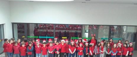 Alunos do 4º ano dos Ribeiros para a Christmas song - 1