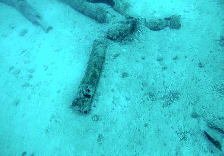 ocean bottom wreck debri in palau during bentprop expidition