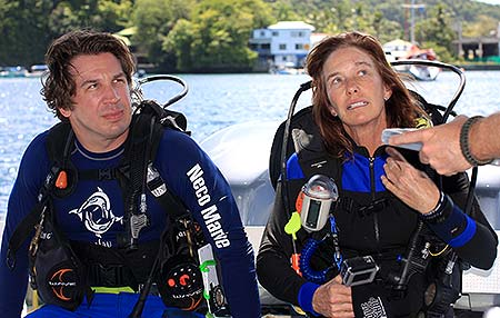derek and val read to dive in palau with bentprop