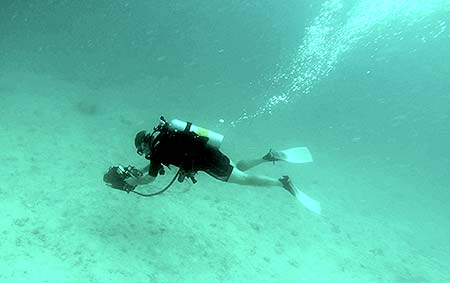 mark using navigator underwater scanner for bentprop palau