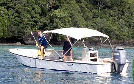 scripps and udel students on bentprop expedition in palau