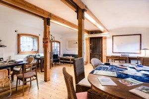 Seminarraum und Unterkünfte im alten Bauergehöft