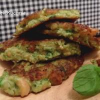 Obłędnie zielone, dietetyczne placuszki z ciecierzycy