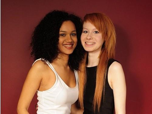 Maria și Lucy - două frumoase gemene birasiale.