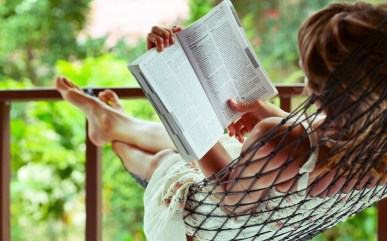 6928929-mood-girl-relax-book (1)