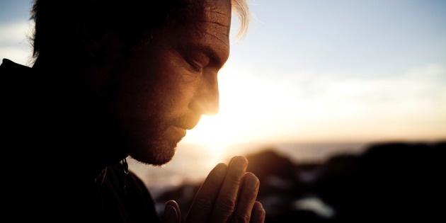 12043-man-prayer-sunrise-h