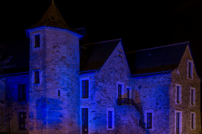 #08/52 - Une maison bleue