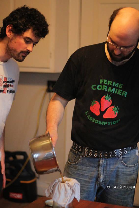 Simon nous apprend à faire du sirop d'érable