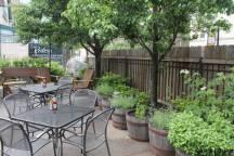 jardin aromatique sur la terrasse du restaurant