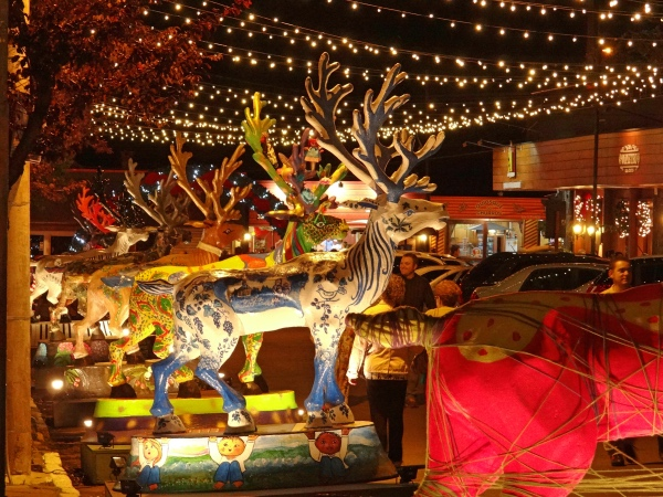 Exposição de renas decoradas