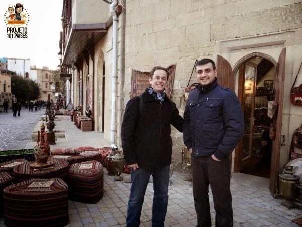 Batemos um papo muito interessante com o dono dessa loja que até nos convidou para tomar chá