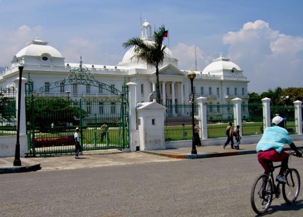 Palácio Presidencial antes do terremoto de 2010. Foto: http://en.wikipedia.org/wiki/National_Palace_(Haiti)