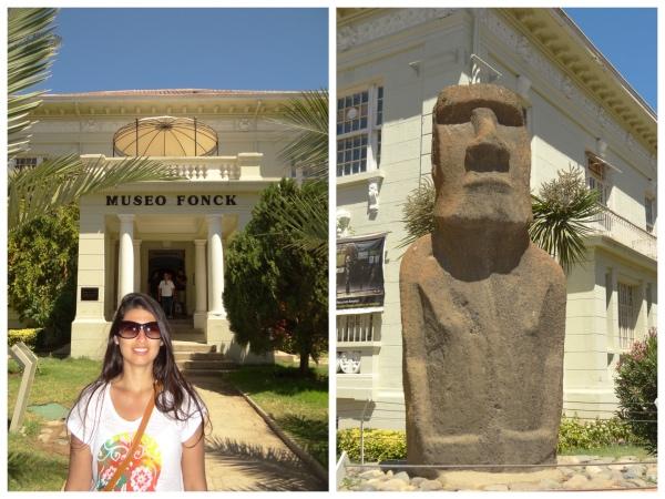 A entrada do museu e o Moai da Ilha de Páscoa