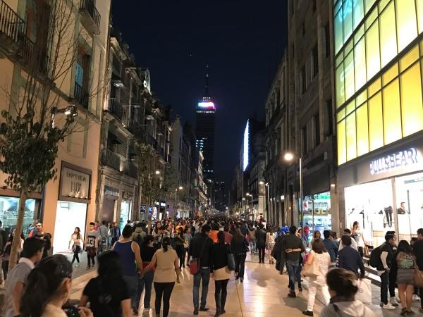 Torre Latinoamericana de noite