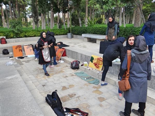 Jovens iranianas se divertindo