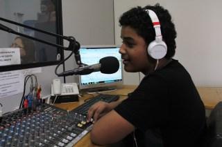 12.09.13-Visão FM-Maria Vitória-Oficina prática ao vivo (13)