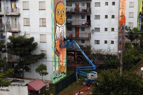 Subtu finalizando o seu mural. Foto: Fábio Fontes