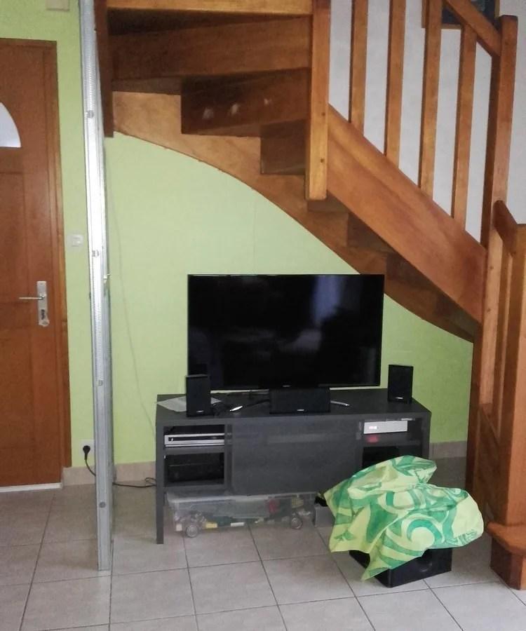 cacher ma tv sous l 039 escalier