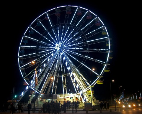 Grande roue, place Anatole France.