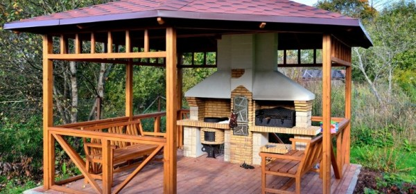 Беседка с летней кухней на даче