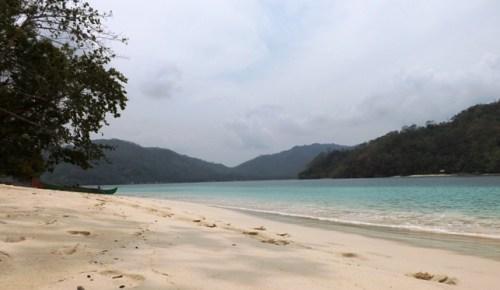 Panorama Indah Teluk Kiluan dan Pulau Kelapa, Tanggamus - Lampung