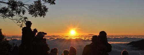 "Sun Rise Puncak Sikunir Dieng ""Negeri di Atas Awan"""
