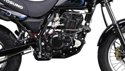 Hyosung RT125D Menggunakan mesin DOHC dan dilengkapi dengan Oil Cooler