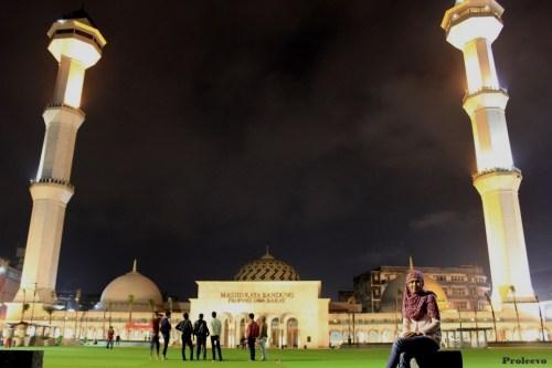 Alun alun kota Bandung Malam Hari 01