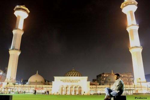Alun alun kota Bandung Malam Hari 05