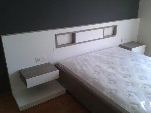 Promida capçal llit amb tauletes melamina