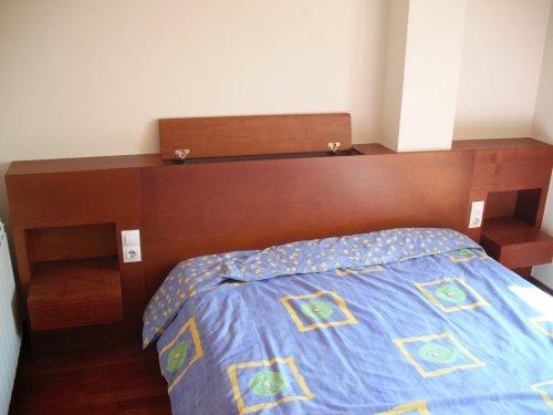 Promida capçal llit amb tauletes integrades