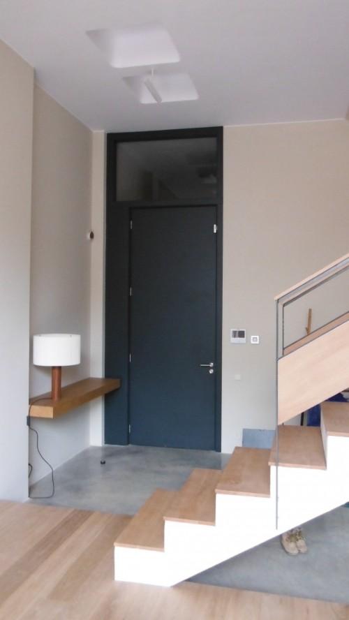 Promida porta fins sostre amb vidre