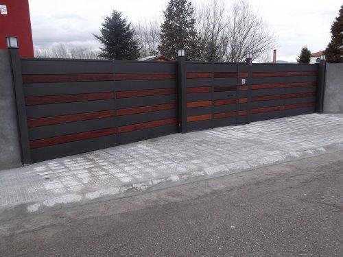 Promida porta metàl·lica exterior finca panells fusta