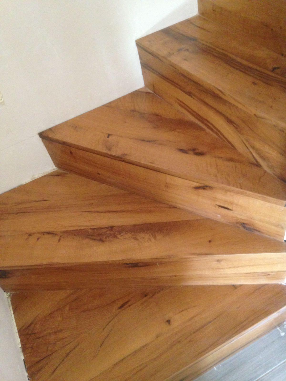 Promida escala amb fusta de bigues roure
