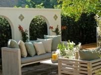 horjd306_outdoor-room-seating-area-wall-mediterranean-fruit-tree_s4x3_lg