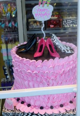 A shoe cake (Photo © 2013 by V. Nesdoly)