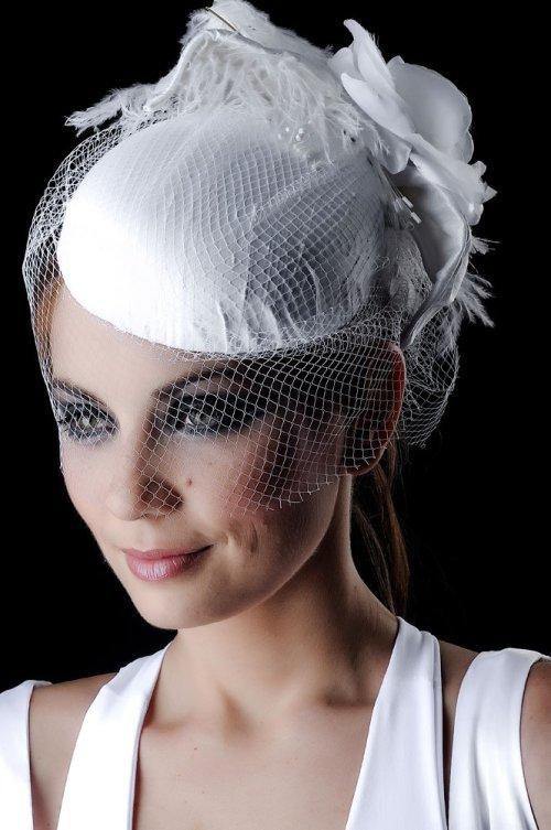 Acessórios para a cabeça: diferença entre voilette, casquete e fascinator