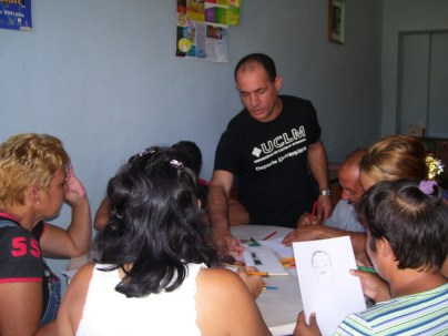 Encuentro de los talleristas con el escritor Yamil Díaz