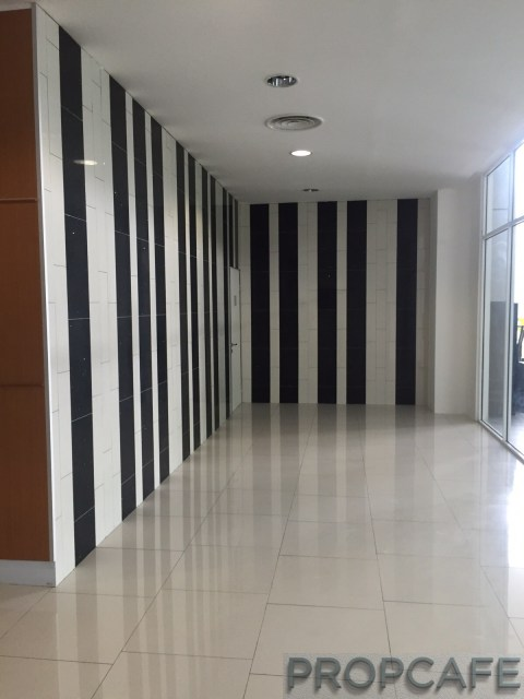 propcafe_skypod_tower1_lobby