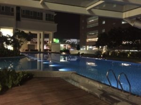 Uptown-residences-pool