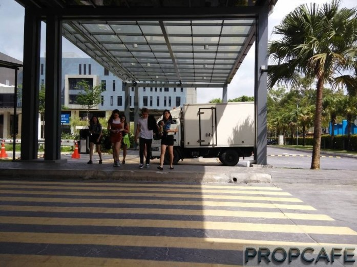 Utropolis Marketpace Glenmarie is connected and can be conveniently accessed from KDU University with Covered Walkway