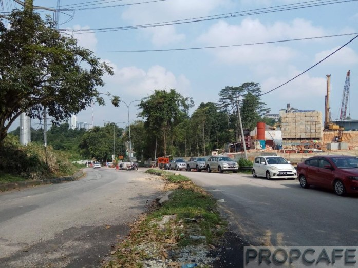 Jalan Cheras Hartamas in front of the guardhouse