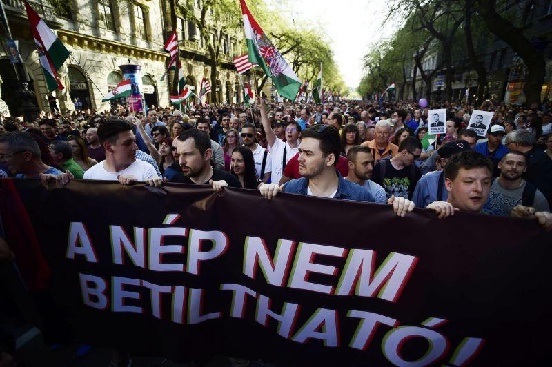 Politológus: az ellenzéki pártok nem érdekeltek az utcai tüntetésekben