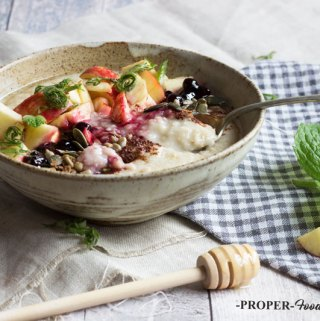 fruit honey and cacao porridge