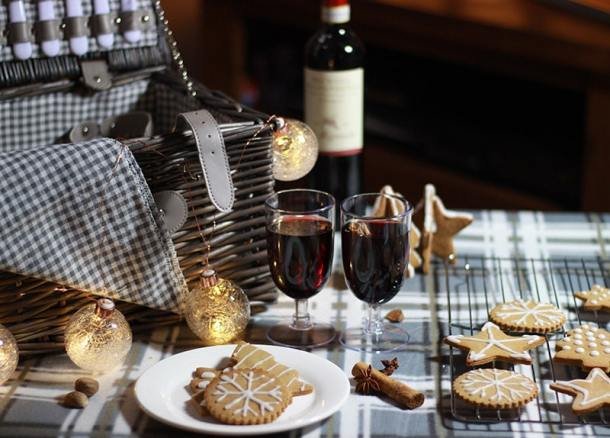Gingerbread biscuits and picnic basket