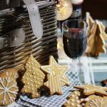 Gingerbread biscuits with cardamom