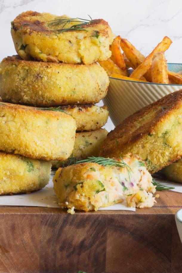 salmon fishcakes and paprika chips