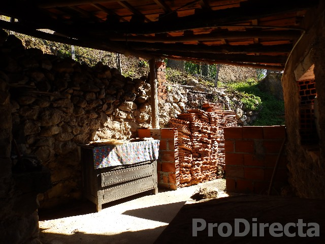 Stone house for renovation in Góis