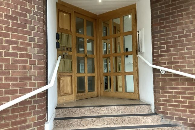 2 bed flat for sale in Finchley N3 Hendon Lane